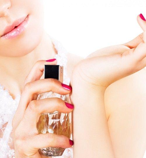 perfumy na nadgarstku