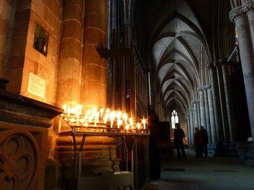 świece w katedrze