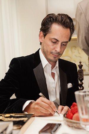 Kilian składa autograf