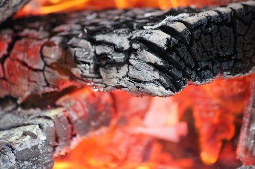 płonące drewno