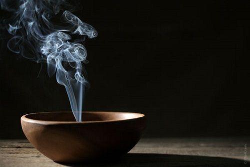 dymiące kadzidło