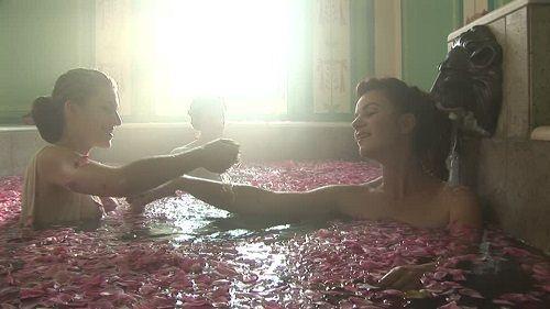 kąpiel w płatkach róż
