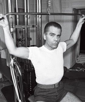 karl-lagerfeld-working-out
